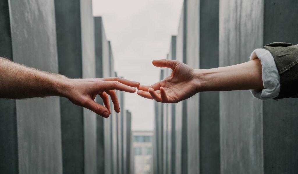 Доброжелательность и обаяние